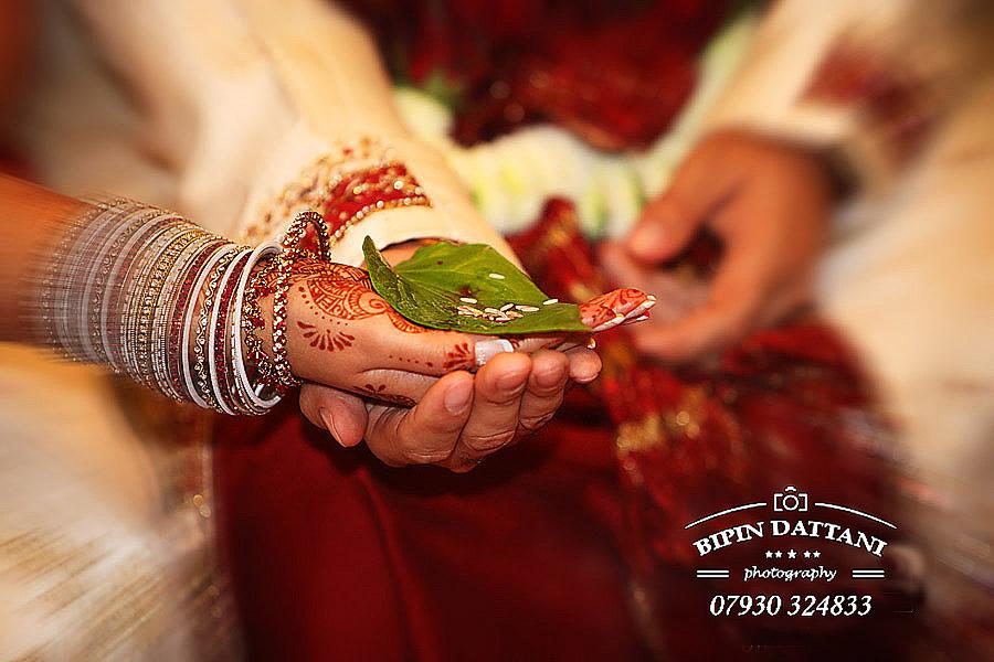 bride-and-groom-asian-wedding-ceremony-photography-london-park-ln-hilton