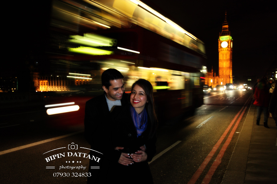 a night time pre wedding engagement photography using London's famous Big Ben and Red bus as background