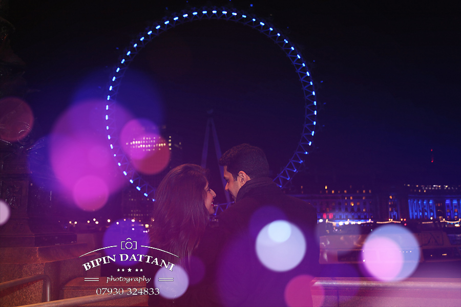pre wedding engagement shoot with London Eye lit up in the background