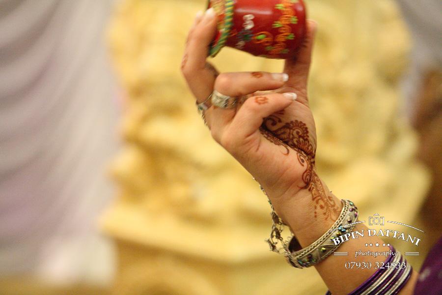 clay oven wembley hindu wedding photographer London keeping groom awake photo
