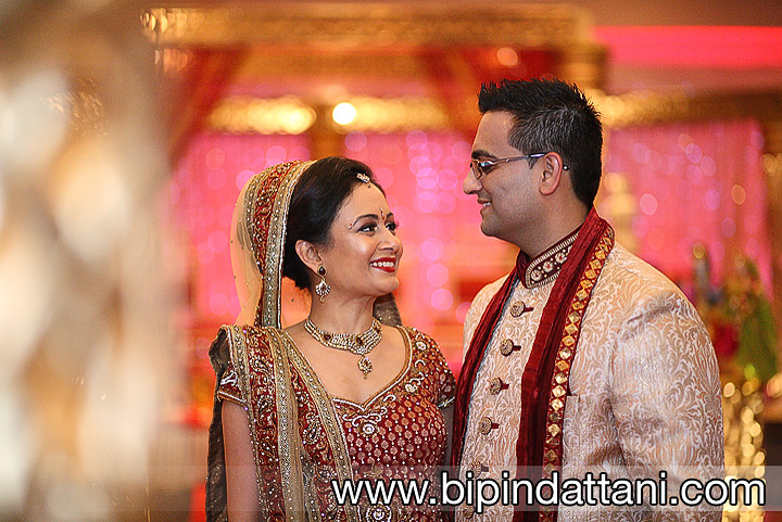 indian bride & groom photos by Hindu wedding photographer Bipin Dattani