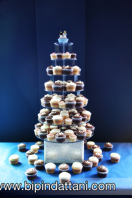 A simple cup cake design for wedding cake