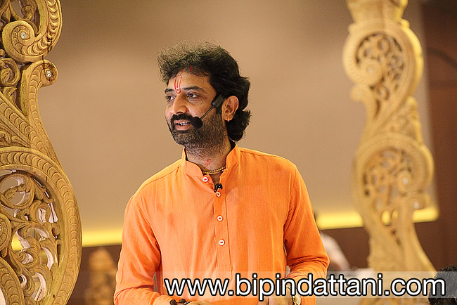 Hindu Pandit for wedding Piyushbhai of London performing ceremony
