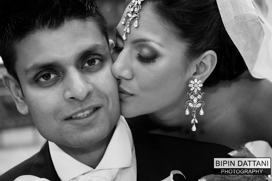 the Best b&w Indian wedding photographers work for a hindu couple's wedding