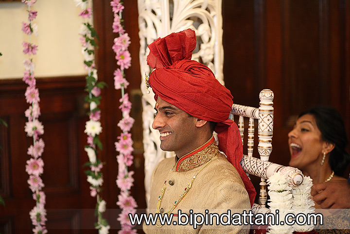 Amish's first look at Khiloni in the temple mandap
