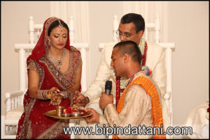 indian wedding priest kamal pandey conducting a silent hindu wedding ceremony in kensington london