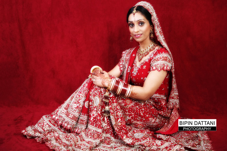 indian wedding dress worn by bride picture