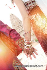 indian wedding photographer using the jain temple as backdrop