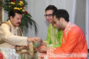 raju bhai mehta priest at pre hindu wedding mandvo ceremony