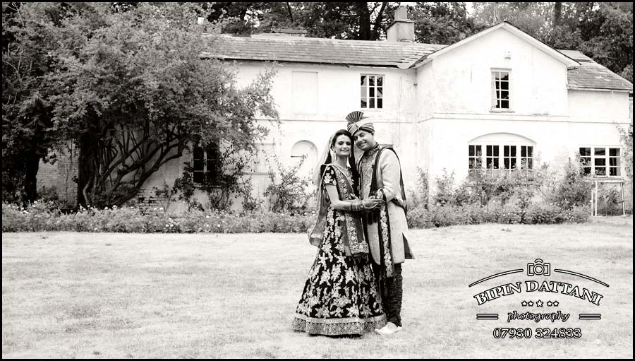 Indian Wedding Photographer work in Black & white at stanmore temple wedding