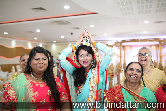 gujarati wedding photography for goom's welcoming ceremony