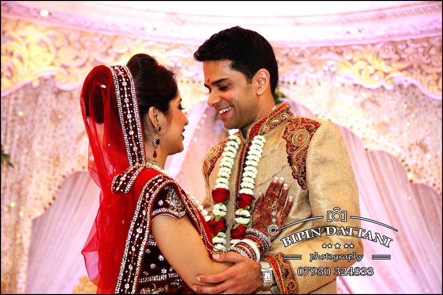 hilton t5 indian wedding photos of Chandni & Saagar on wedding stage