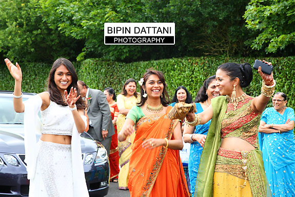 oshwal centre wedding groom arrival in dancing mood