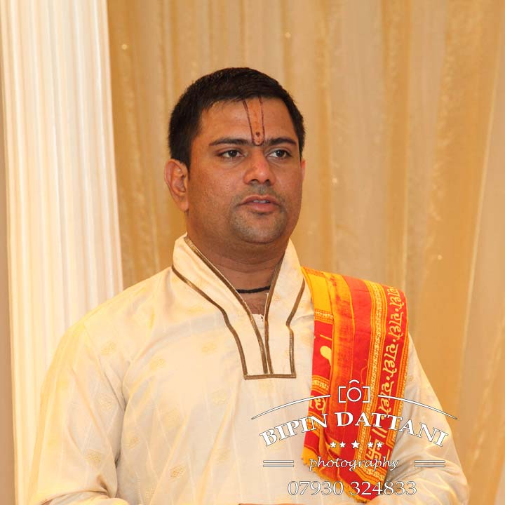 ravi shastri hindu wedding priest london officiating silent wedding at Hilton London Wembley UK